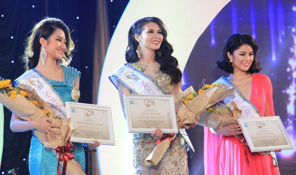 3 thí sinh đạt danh hiệu: Người đẹp ảnh, Người đẹp biển và Người đẹp tài năng