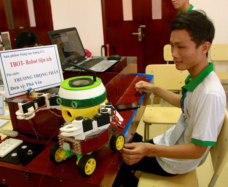 Sáng tạo Robot tiện ích của chàng trai nghèo ở miền quê nghèo của tỉnh Phú Yên