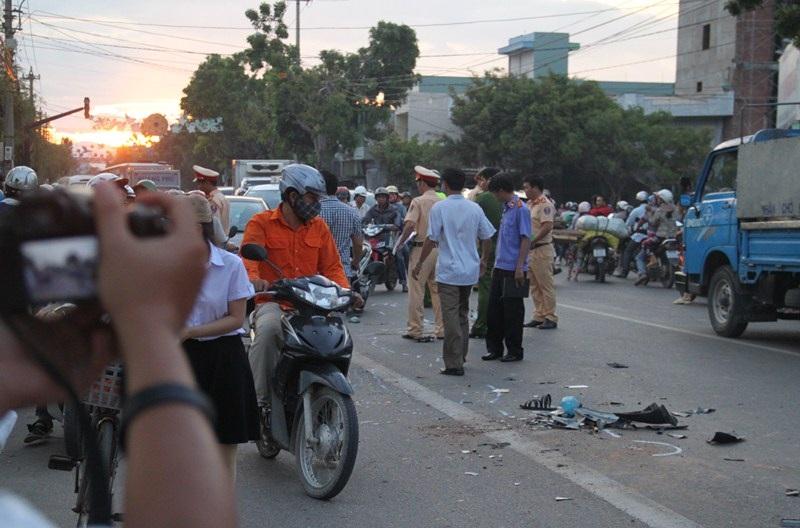 Hiện trường vụ tai nạn giao thông khiến hai ông cháu chết thảm