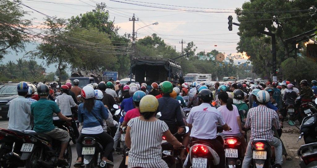 Vụ tai nạn xảy ra vào giờ cao điểm khiến giao thông bị ách tắc cục bộ