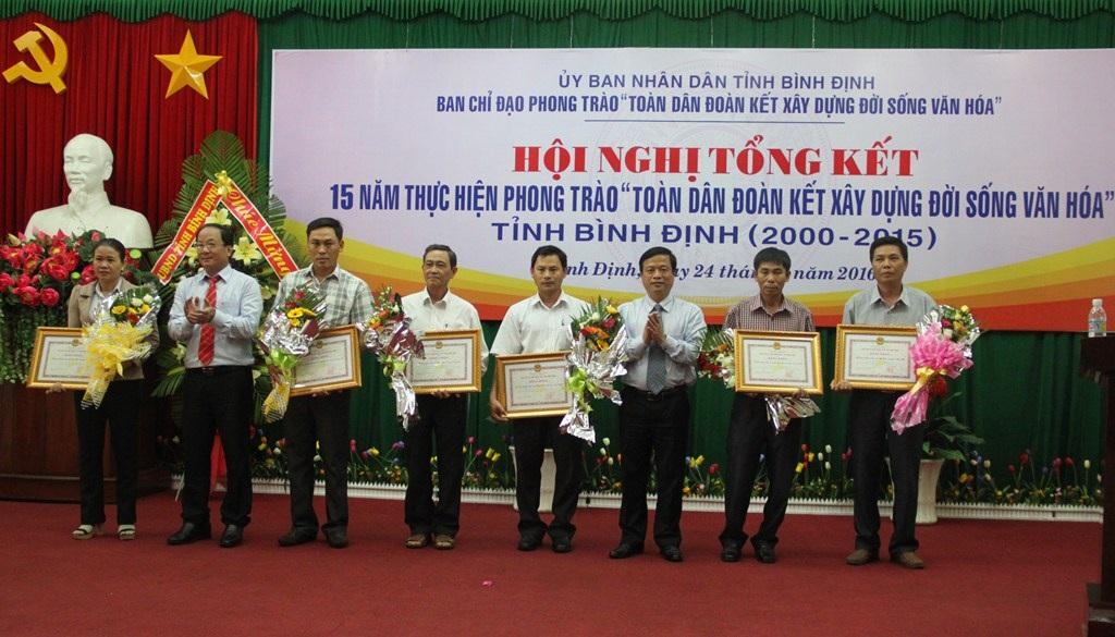 7 tập thể được trao tặng Bằng khen của UBND tỉnh Bình Định vì có thành tích tốt trong thực hiện Phong trào