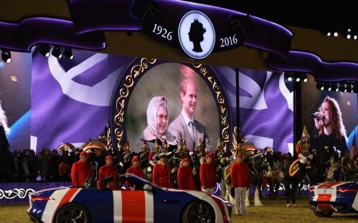 Hoàng gia Anh long trọng tổ chức chương trình nghệ thuật mừng sinh nhật lần thứ 90 của Nữ hoàng Elizabeth II (Ảnh: Telegraph)