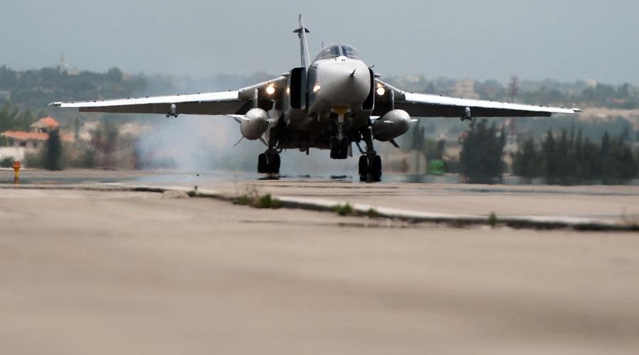 Chiến đấu cơ Su-24 của Nga cất cánh từ căn cứ không quân tại Syria (Ảnh: Sputnik)
