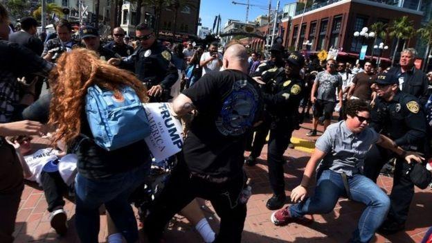Một số người biểu tình bị bắt giữ (Ảnh: AFP)