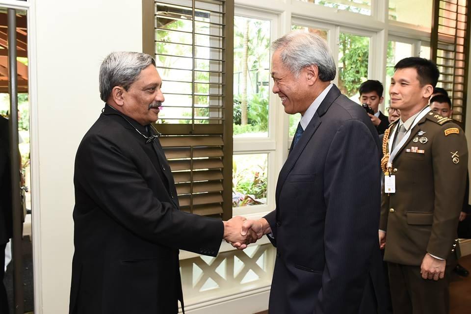Bộ trưởng Quốc phòng Ấn Độ Manohar Parrikar (trái) và người đồng cấp Singapore Ng Eng Hen trong cuộc gặp ngày 3/6/2016. (Ảnh: Facebook của Bộ trưởng Ng Eng Hen)