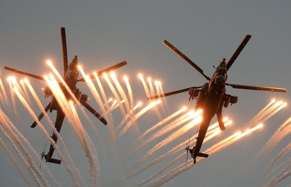 Trực thăng Mi-28 (Thợ săn đêm) biểu diễn tiết mục nhào lộn tại Trung tâm thử nghiệm Chauda thuộc Lực lượng không quân Nga