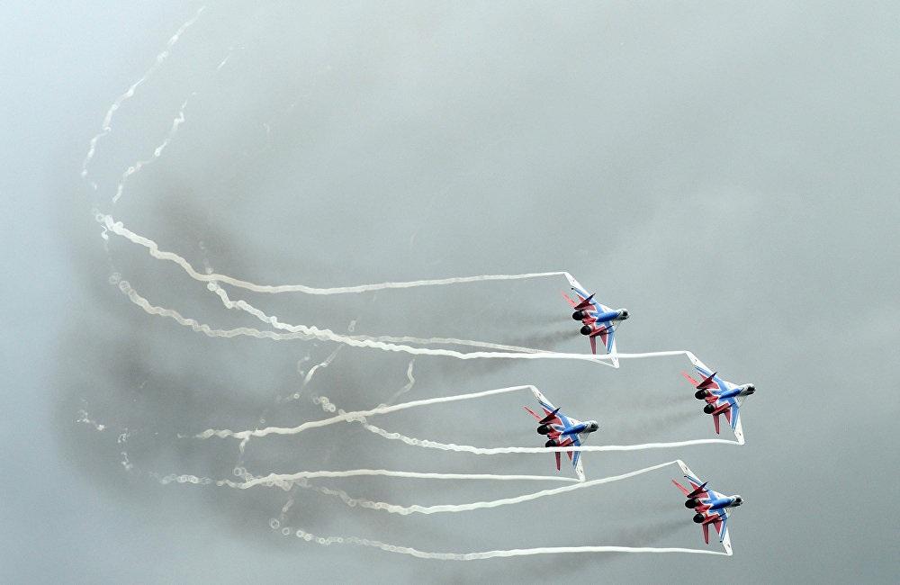 Một bài biểu diễn ấn tượng của các máy bay chiến đấu MiG-29 (Chim én)