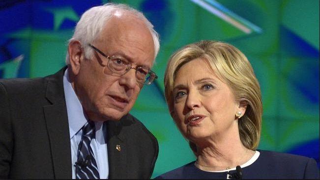 Thượng nghị sĩ Bernie Sanders (trái) và cựu Ngoại trưởng Mỹ Hillary Clinton (Ảnh: EPA)