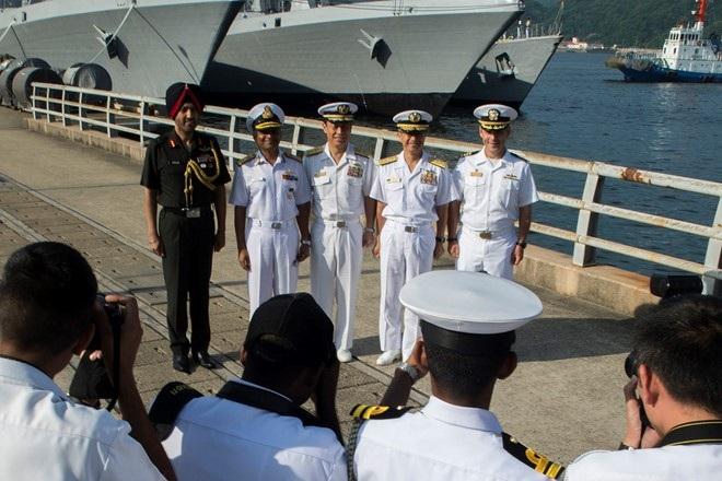 Giới chức hải quân Ấn - Nhật - Mỹ tại cuộc tập trận chung Malabar 2016 (Ảnh: Navymil)