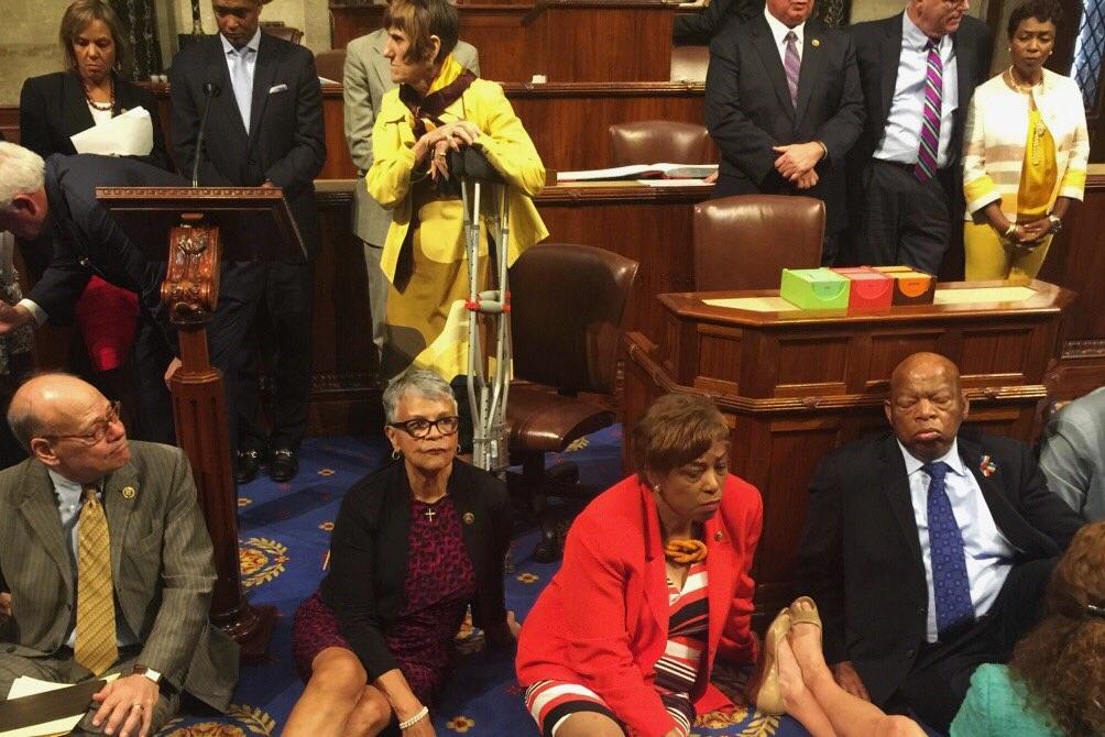 Cuộc biểu tình hiếm hoi trong trụ sở Hạ viện đã nhận được sự ủng hộ của nhiều người dân Mỹ (Ảnh: Twitter)