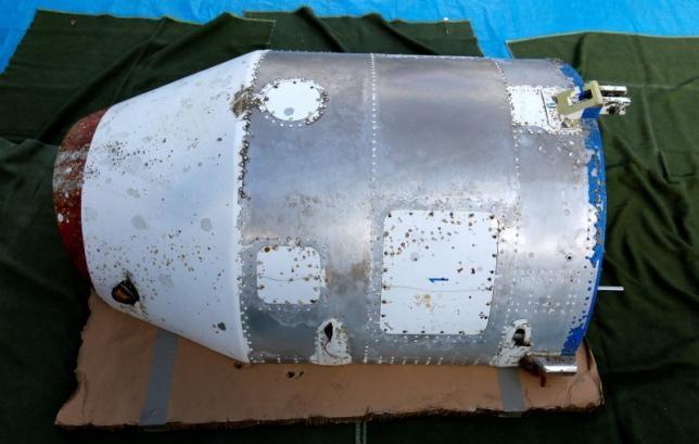 Vật thể nặng khoảng 75kg nghi là phần chóp của một quả tên lửa được phóng từ Triều Tiên (Ảnh: Reuters)