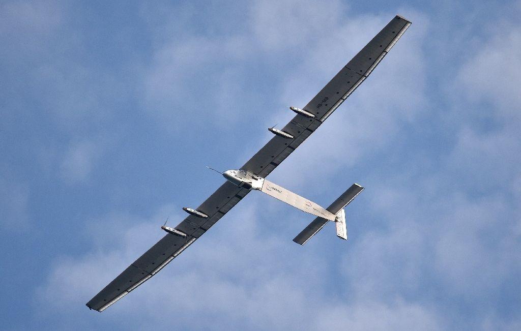 Máy bay Solar Impulse 2 chạy bằng năng lượng mặt trời (Ảnh: AFP)