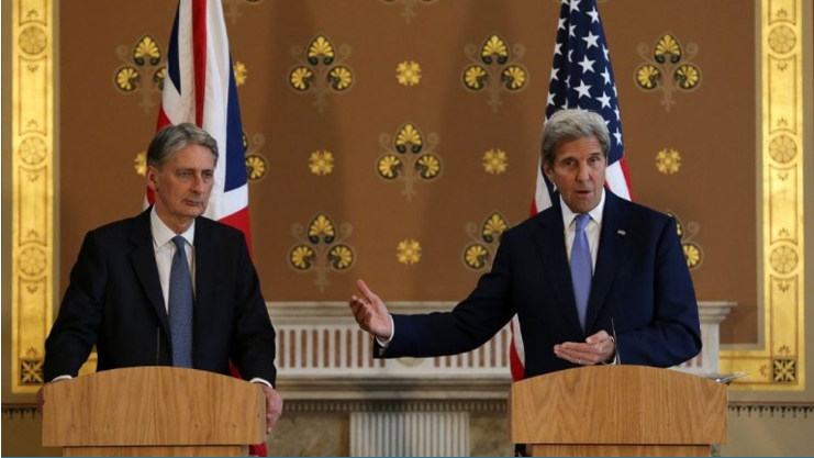 Ngoại trưởng Mỹ John Kerry (phải) trong cuộc gặp với người đồng cấp Anh Philip Hammond ở London, Anh hôm 27/6 (Ảnh: AFP)