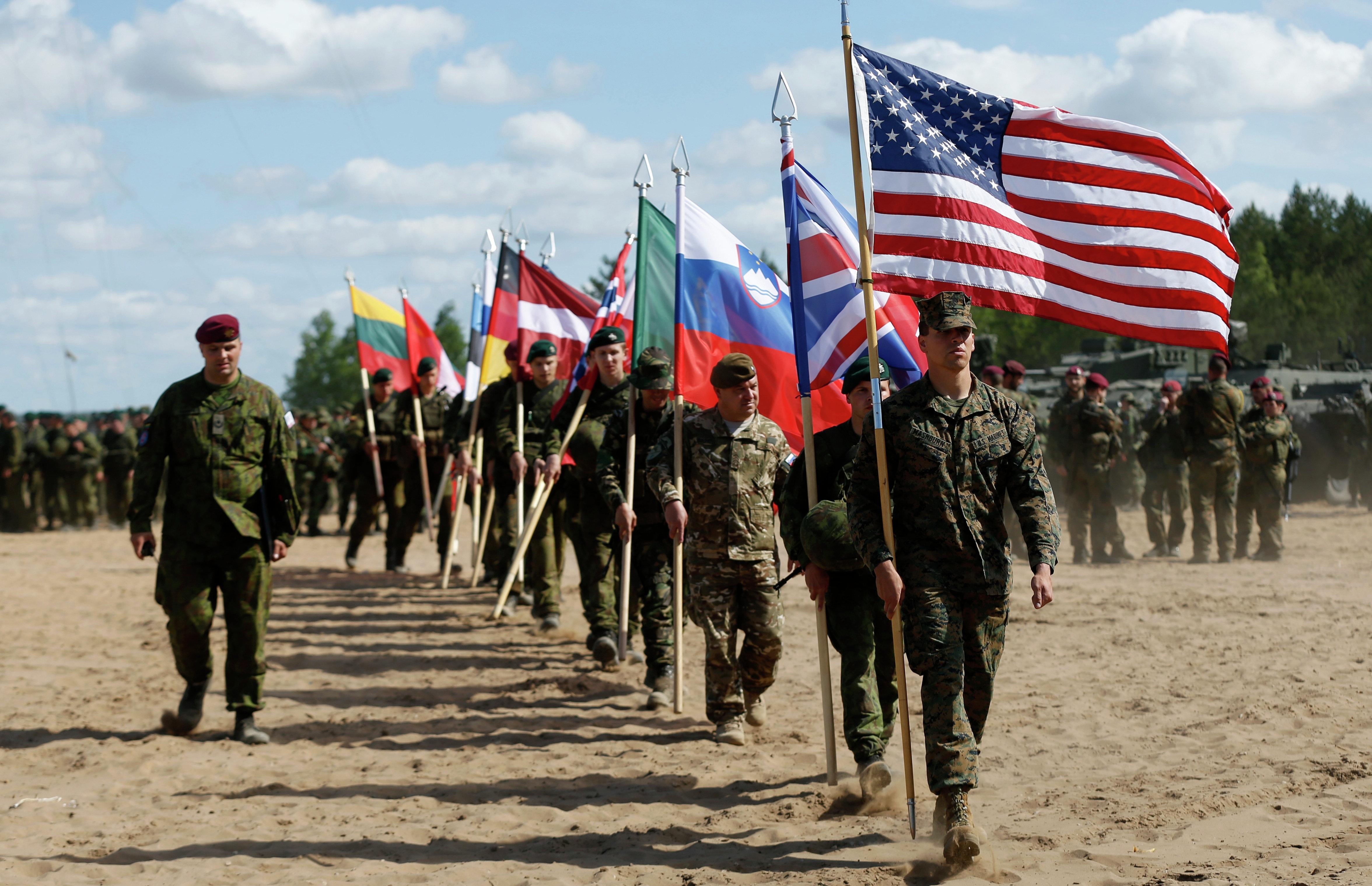 Binh lính từ các nước thành viên NATO tham gia tập trận quân sự Saber Strike 2015 (Ảnh: Sputnik)
