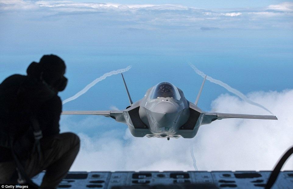 Bộ Quốc phòng Anh tính đến nay đã mua 8 máy bay chiến đấu F-35 và dự kiến sẽ triển khai các máy bay này trên hai tàu sân bay mới của Anh từ năm 2020