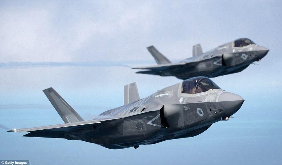 F-35 được trang bị bom và tên lửa có laser dẫn đường, do vậy khi tác chiến, tiêm kích này có thể tấn công chớp nhoáng các mục tiêu và thực hiện những sứ mệnh bí mật đặc biệt