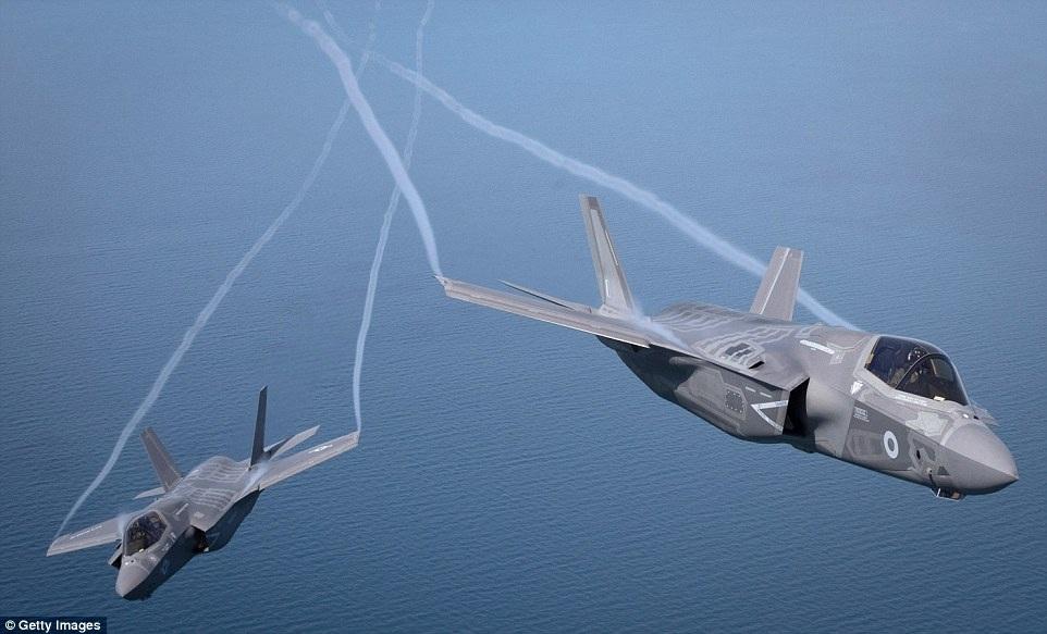F-35 được thiết kế để có thể cất cánh từ các tàu sân bay ở giữa đại dương, tấn công các mục tiêu trên biển, đất liền và trên không