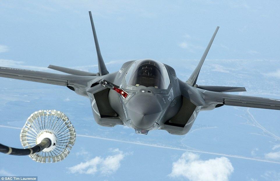 4 máy bay F-35 khác sẽ được chuyển tới Anh trong tuần này sau khi trải qua các bài kiểm tra tại Mỹ. Mỗi máy bay F-35 có giá khoảng 133 triệu USD
