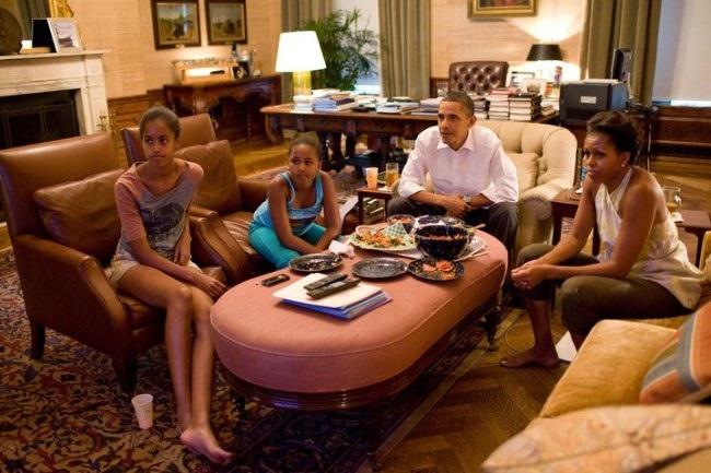 Khoảnh khắc cả gia đình tổng thống quây quần bên bữa ăn tối (Ảnh: Nhà Trắng)