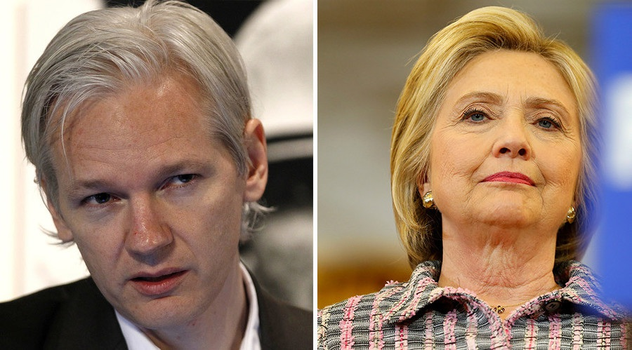 Bà Hillary Clinton (phải) và người sáng lập Wikileaks Julian Assange (Ảnh: Reuters)