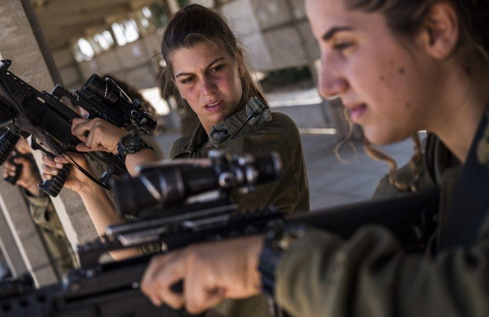 Những bức ảnh được chụp trong một buổi tập luyện của tiểu đoàn Caracal tại làng Nitzana ở miền tây Israel.