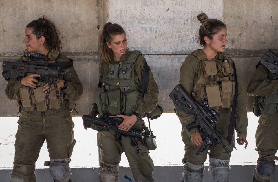 Tiểu đoàn Caracal được thành lập vào năm 2000 và đóng quân tại sa mạc Negev.
