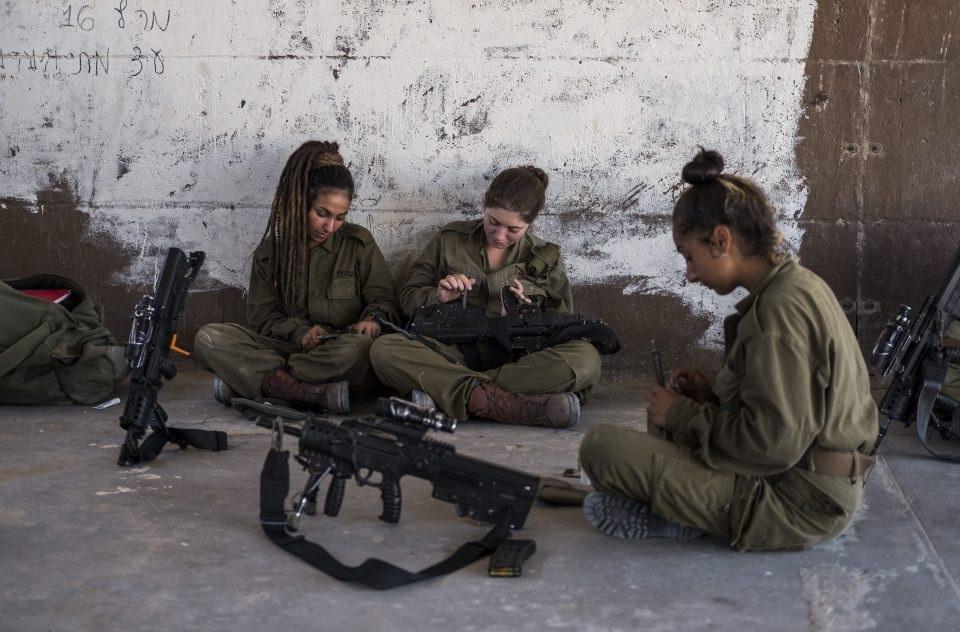 Họ đều là những cô gái còn rất trẻ nhưng quyết tâm theo đuổi binh nghiệp ở một trong những nơi khắc nghiệt nhất Israel
