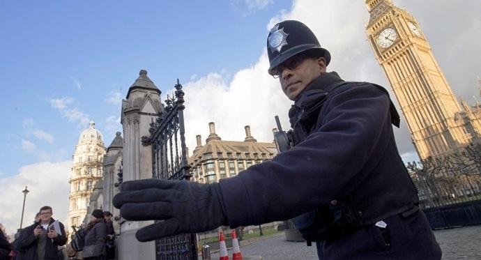Cảnh sát Anh bên ngoài tòa nhà Quốc hội (Ảnh: Sputnik)