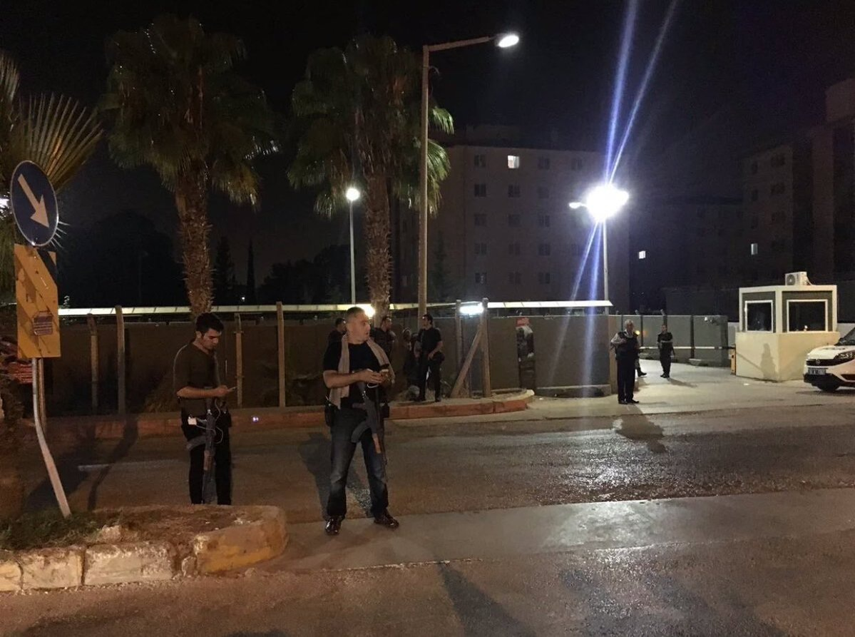 Cảnh sát phong tỏa căn cứ không quân Incirlik (Ảnh: Twitter)
