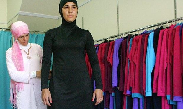 Một phụ nữ trong trang phục Burqini. (Ảnh: AFP)