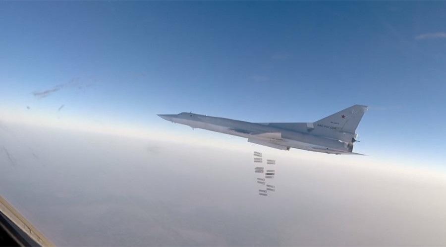 Máy bay ném bom Tu-22M3 của Nga ném bom tại Syria (Ảnh: RT)