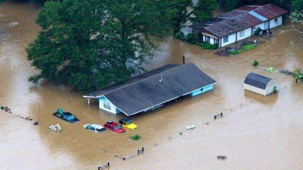 Tổng thống Mỹ Barack Obama ngày 14/8 đã tuyên bố tình trạng thảm họa tại bang Louisiana, sau khi giới chức địa phương xác nhận có ít nhất 5 người thiệt mạng do lũ lụt.