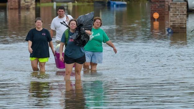Giới chức bang Louisiana cho biết khoảng 8.000 đến 10.000 người đang ở trong các nhà tạm trú chờ nước rút trong một vài ngày tới.