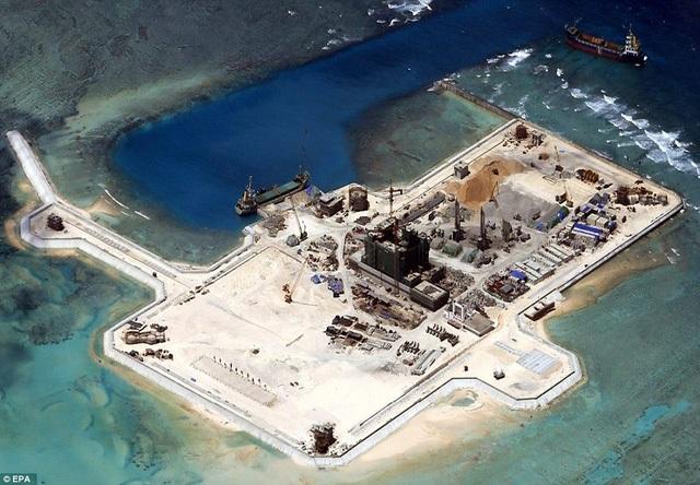 Trung Quốc đang ồ ạt xây dựng các công trình trái phép tại quần đảo Trường Sa của Việt Nam (Ảnh: EPA)