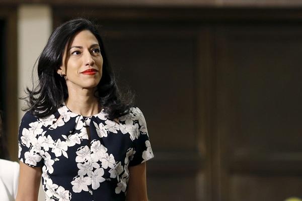 Huma Abedin, trợ lý thân cận của bà Hillary Clinton (Ảnh: Reuters)