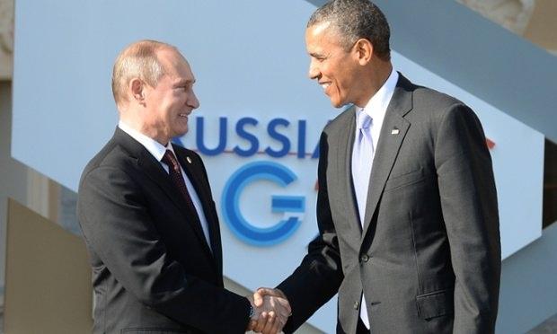 Tổng thống Nga Vladimir Putin (trái) và người đồng cấp Mỹ Barack Obama bắt tay tại Hội nghị G20 tại Nga năm 2013 (Ảnh: AFP)