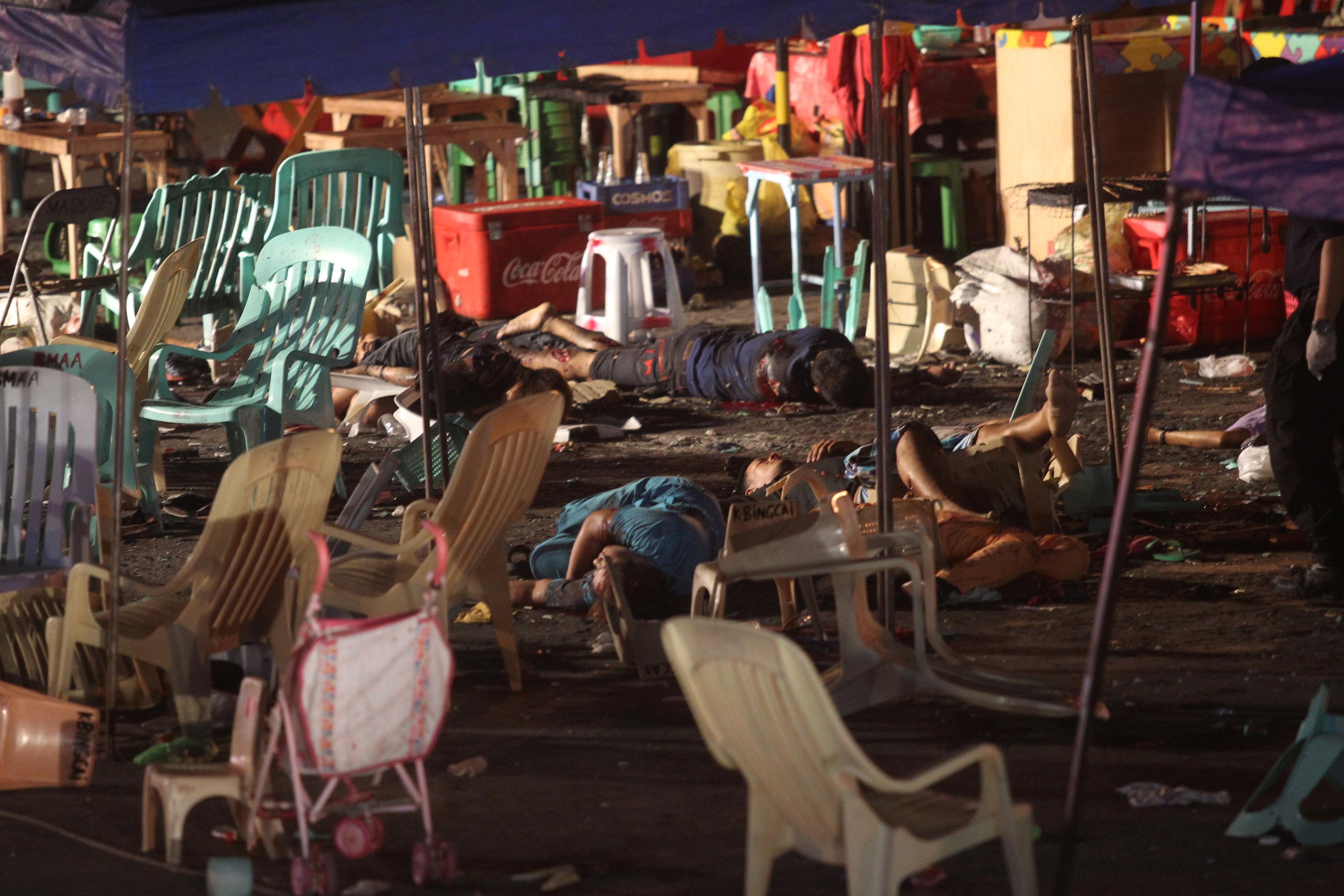Cảnh tượng đẫm máu tại khu chợ đêm sau vụ nổ.
