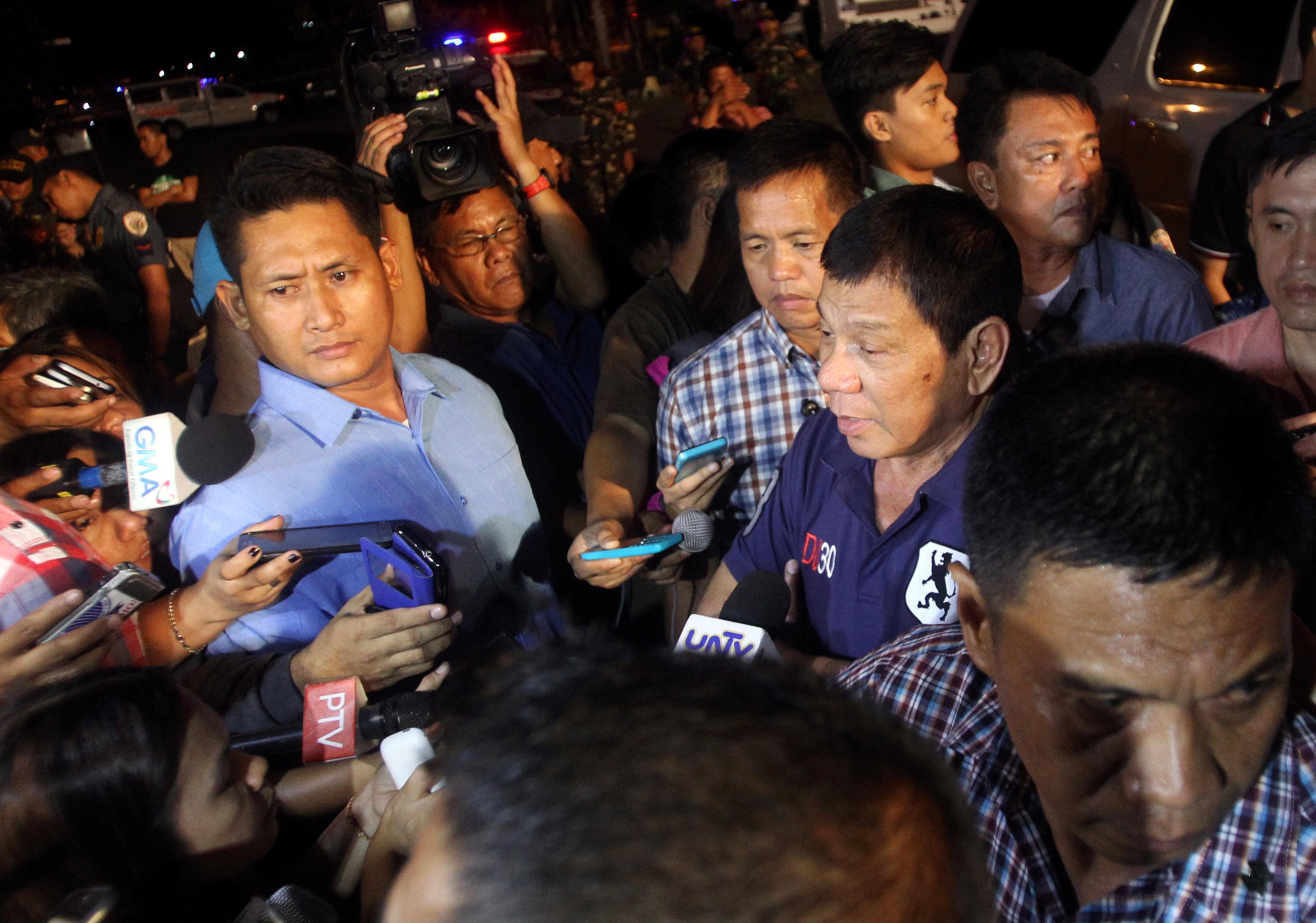 Tổng thống Philippines Rodrigo Duterte cũng đã nhanh chóng có mặt tại hiện trường. Ông Duterte là thị trưởng Davao hơn 20 năm, trước khi đắc cử tổng thống Philippines và nhậm chức vào ngày 30/6 vừa qua.