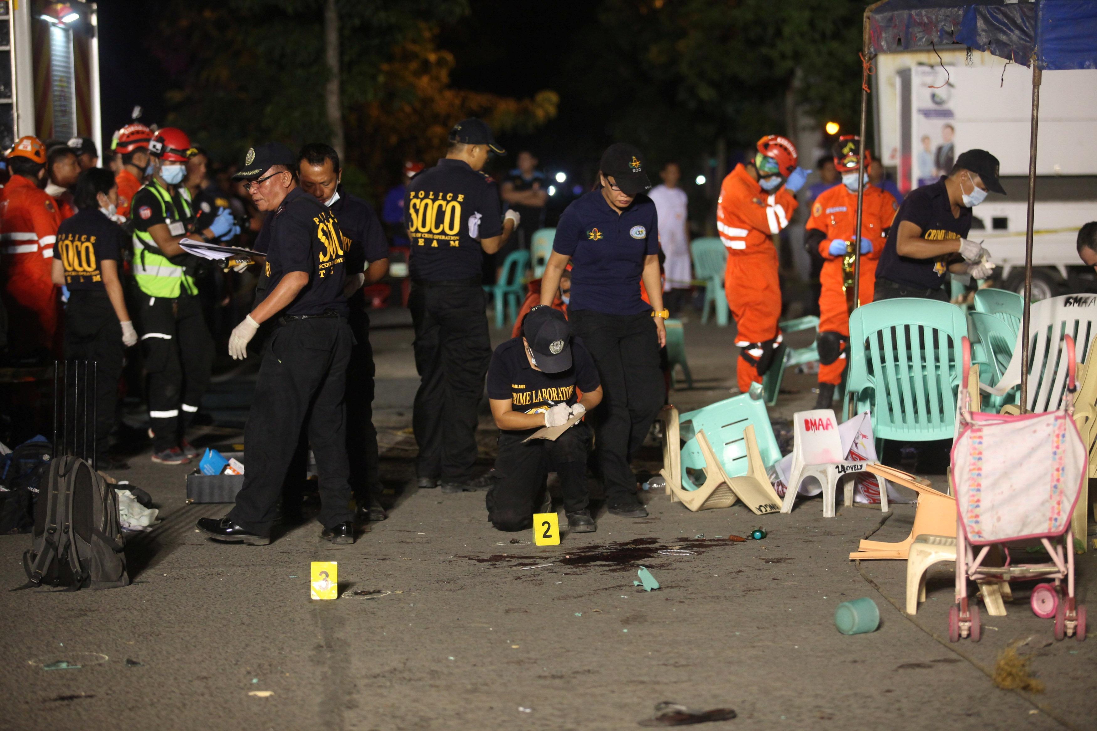 Cảnh sát khám nghiệm hiện trường để xác định nguyên nhân vụ nổ.