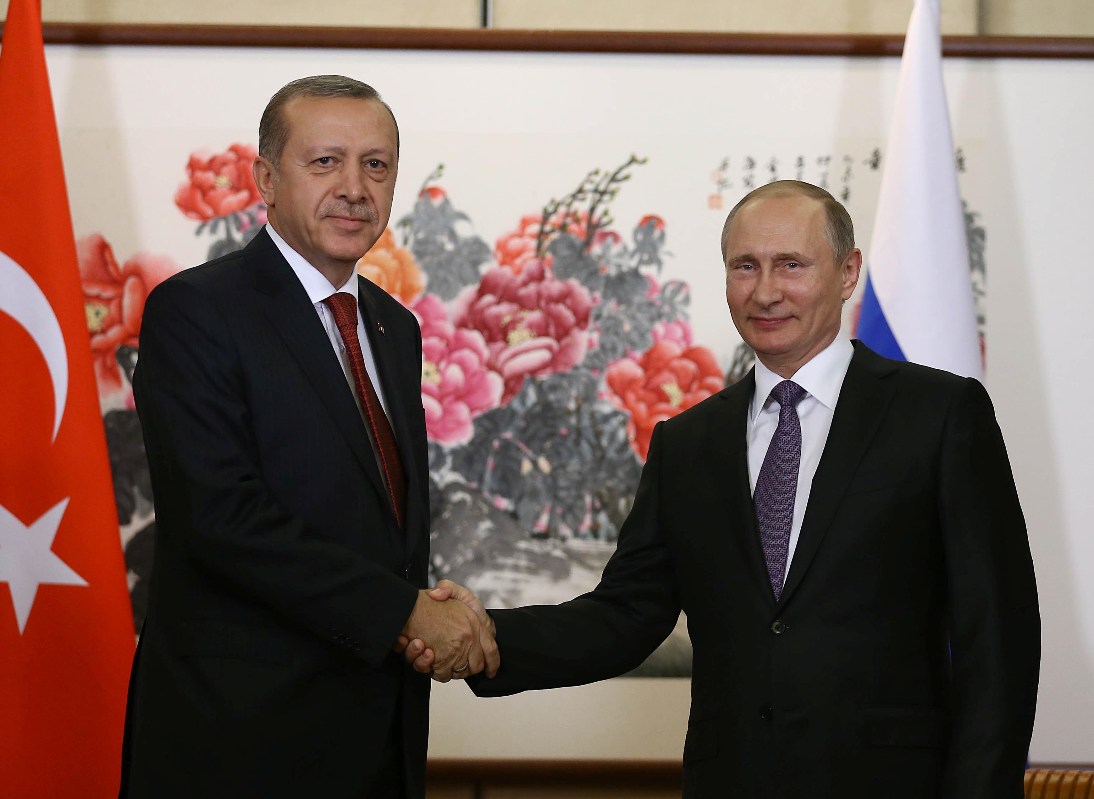 Tổng thống Nga Vladimir Putin (phải) và người đồng cấp Thổ Nhĩ Kỳ Tayyip Erdogan trong cuộc gặp song phương tại Trung Quốc hôm 3/9 (Ảnh: Reuters)