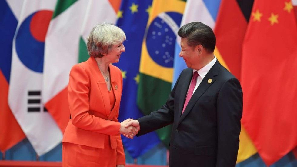 Thủ tướng Anh Theresa May (trái) và Chủ tịch Trung Quốc Tập Cận Bình tại hội nghị G20. (Ảnh: SCMP)