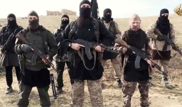 Các tay súng thuộc tổ chức Nhà nước Hồi giáo tự xưng (IS) (Ảnh: Express)