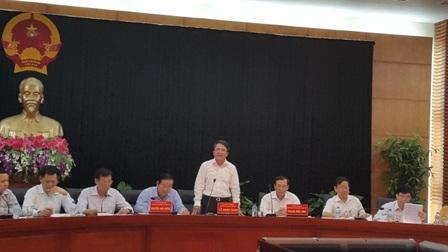 Ông Lê Khắc Nam trả lời báo chí tại buổi họp báo.