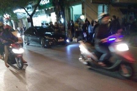 Người dân tham gia bắt giữ xe điên gây tai nạn liên hoàn.