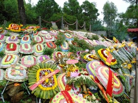 Mộ Đại tướng ngập hoa trong ngày kỷ niệm thành lập Quân đội nhân dân Việt Nam.