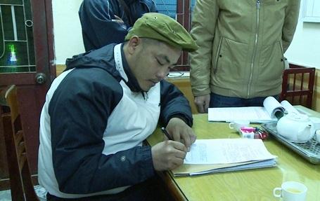 Lập biên bản, ra quyết định xử phạt 3,5 triệu đồng đối với lái xe Hồ Sỹ Qúy