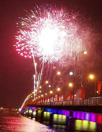 """Pháo """"nở hoa"""" trên bầu trời chào năm mới Bính Thân - 37"""