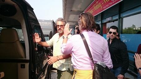 Sau khi rời sân bay Đồng Hới, đoàn làm phim sẽ lên Phong Nha, Trung Hóa và Tân Hóa bằng ô tô (Ảnh: Đặng Tài)
