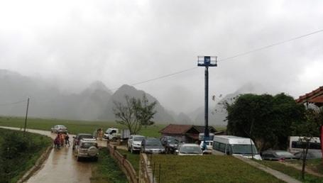 Trước cửa văn phòng Oxalis tại thôn Yên Thọ, xã Tân Hóa, lực lượng công an chốt chặn rất nghiêm ngặt
