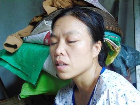 Nỗi đau, sự bất hạnh luôn hiện hữu trên khuôn mặt goá phụ trẻ luôn một lòng vì chồng con